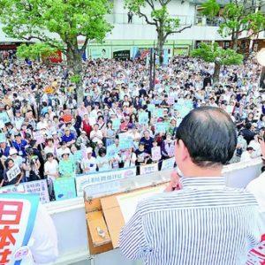 「みんなで力をあわせれば必ず政治をかえることができる」生活の党 樋高氏、SEALDs 奥田氏、志位委員長、椎葉氏と演説。